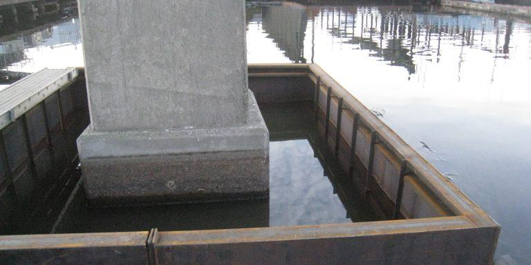Image of bridge column with cofferdam in place.